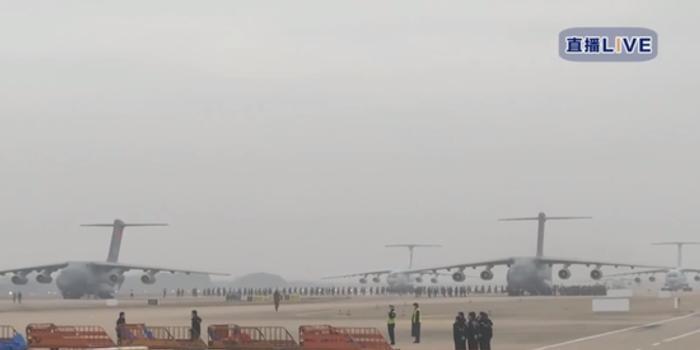 空军国产运20运输机携医疗队员、物资抵达武汉