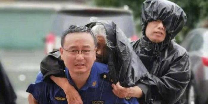 台风利奇马一路肆虐 人民日报:绝不能掉以轻心
