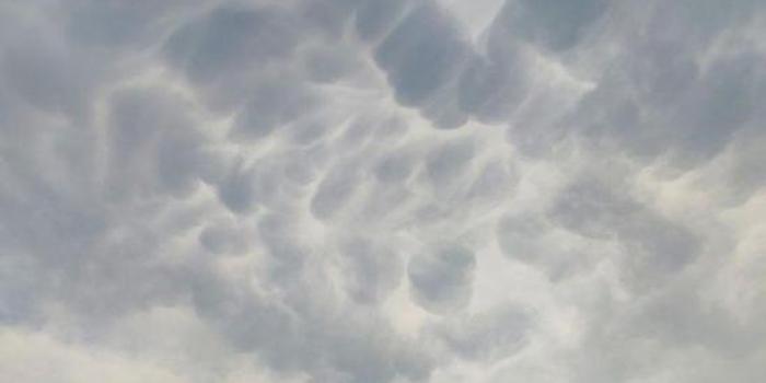 """首都機場雷雨過后天空出現""""乳狀云""""(圖)"""