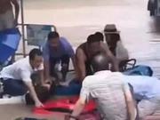 6名船工洪水中与死神赛跑:一分钟挽救一家五口