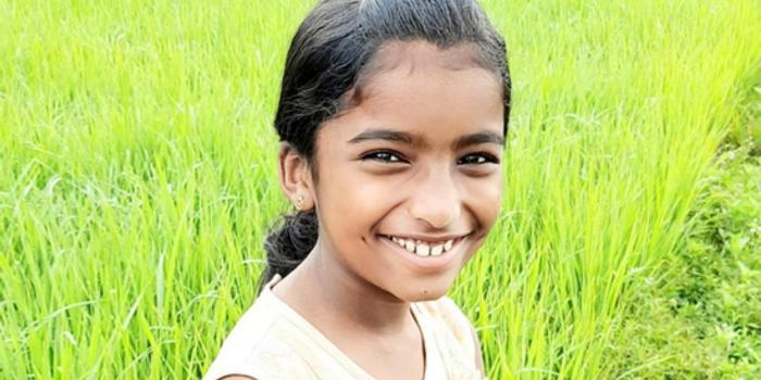 印度10岁女孩上课时被毒蛇咬死 引发游行抗议