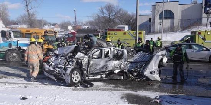 加拿大魁北克發生大型車禍 至少69人受傷