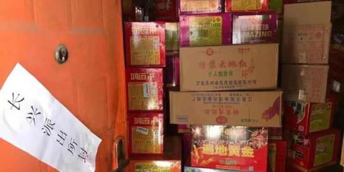 上海一民宅堆满254箱非法烟花爆竹 两嫌疑人被拘