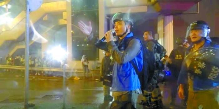 """香港最前线:""""蓝背心""""港警一直都在"""