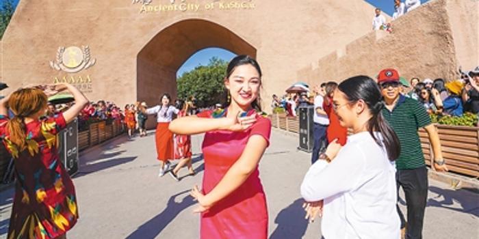 """中国人旅行已成寻常事 """"说走就走""""足迹遍全球"""