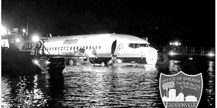 双色球网_波音一架737客机没刹住掉河里 机上143人逃生生还