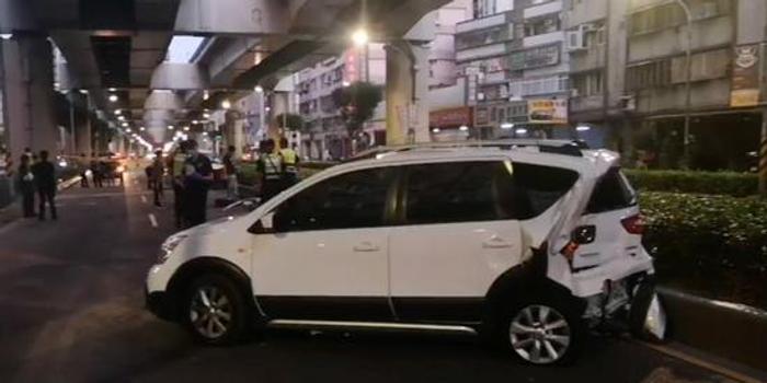 一言不合就开枪 台湾黑帮凌晨在街头上演追车大战