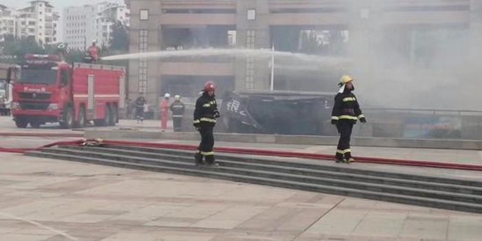 秦皇岛一地下商城大火 过火面积400平方米(图)