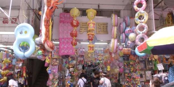 香港玩具街灯笼销量大降 店主希望和和气气过日子
