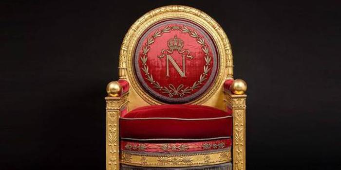 拿破仑遗物再次拍卖 争议宝座以377万元成交(图)