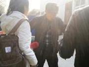 记者回访天价停尸费医院 自称医院家属者谩骂阻拦