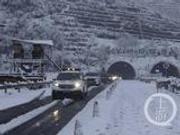 攻略:降雪时高速上行车要注意啥?