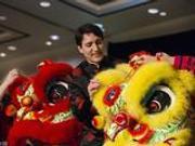 加总理特鲁多身穿唐装庆春节 亲为舞狮点睛