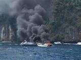 皮皮岛快艇起火爆炸 多名中国游客受伤