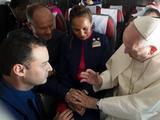 教宗坐客机 为空乘主持婚礼