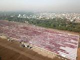 缅甸:2万名僧侣排队接受布施