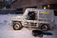 男子6吨冰块做奔驰 能载人上路