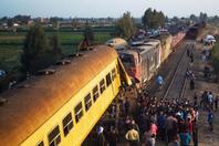 埃及两列火车相撞 造成数十人死伤