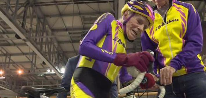 法国106岁自行车手重返赛场比拼