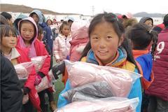 暖冬行动第十季爱心物资前往洒拉地坡乡