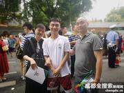 "raybet电竞竞猜app男孩穿""安排""T恤参加高考 考后第一件事要换发型"