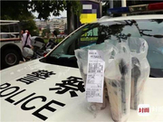 """护考警察执勤点收到神秘外卖 纸条备注""""谢谢""""让人泪奔"""
