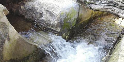 泸州水电站截断山村生命泉 水流缺口开大
