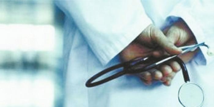 泸州医生急诊室救病人 亲友发杀医声明治不好就是你祭日