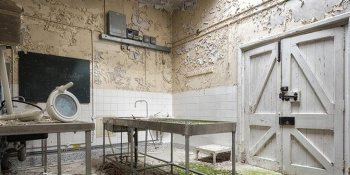 成都废弃医院引来探秘者 住户不堪其扰呼吁停止传谣
