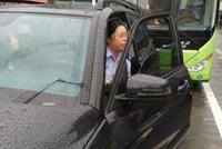 宜宾通报女警占道停车堵公交 书面诫勉责令深刻检查