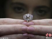 法国冠冕粉钻将拍卖:至少7位国王与王后曾佩戴
