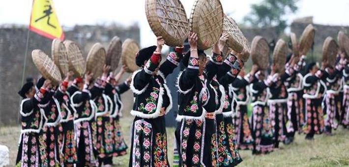 理县西山村举行白石祭传统民俗活动