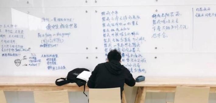川大网红涂鸦墙教学楼火遍朋友圈