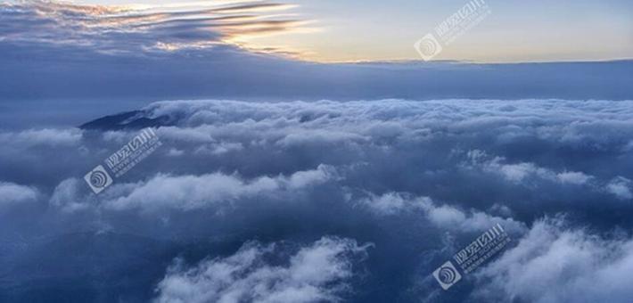 在天全与云海相遇 贡嘎日出全入镜