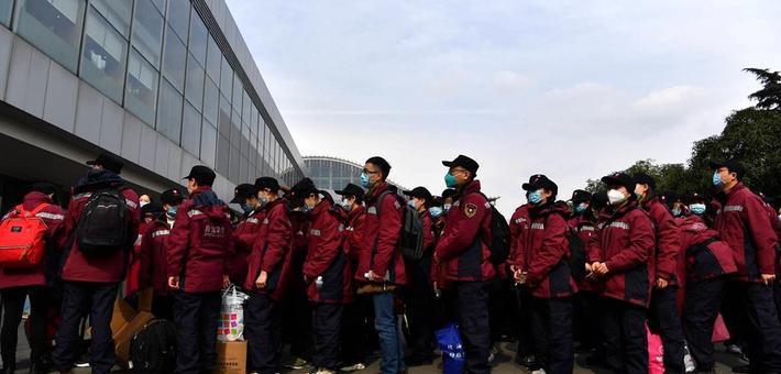 四川第九、第十批援助湖北医疗队出征