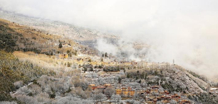 丹巴藏寨披婚纱 开启童话世界大门