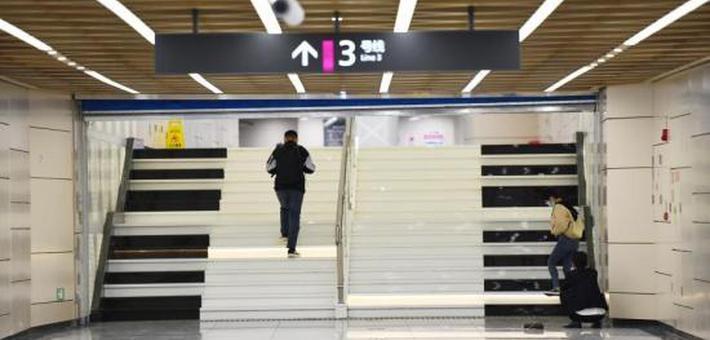 """成都地铁站打造""""音乐阶梯"""""""