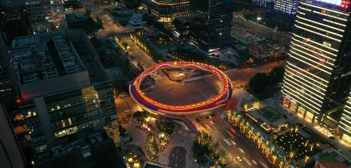 """金融城""""交子之环""""与双子塔一同点亮"""