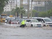成都市民雨天请假!只为在负一楼停车