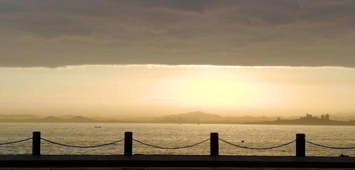 今天早晨你抬头看天了吗  云彩宛如刚刚卷起的窗帘