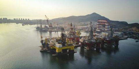 """亲密接触""""蓝鲸1号"""" 世界上最厉害的钻井平台在中国"""