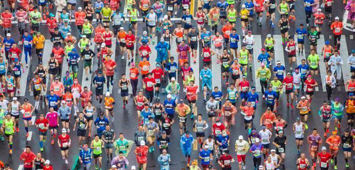 上海马拉松开跑 38000人外滩集结