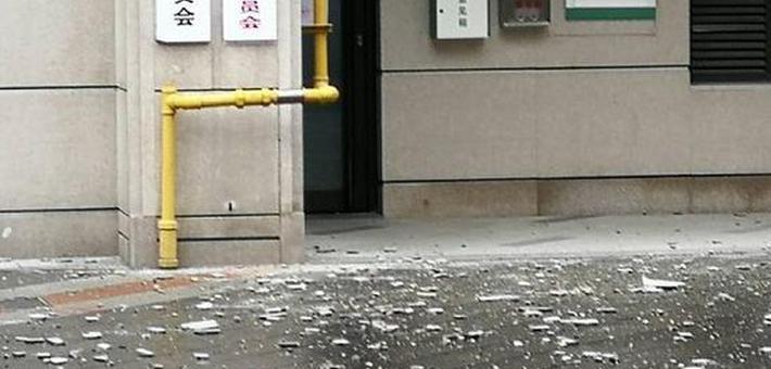 品尊国际公寓外墙掉落13次