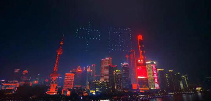浦东70幢高楼闪亮红色天际线