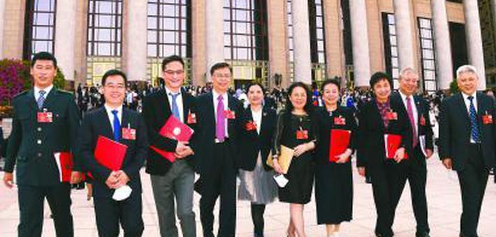 上海代表团和在沪全国政协委员返沪