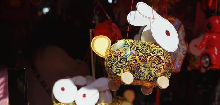 上海:迎元宵 买花灯