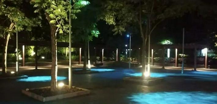 宝山这些街头绿地开启夜景模式