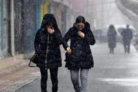 节后返程客流高峰将至 受降雪影响部分高速限速