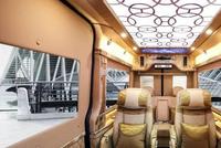 据说坐这辆车的老板都身价上亿!能坐!能躺!还能看心爱的电视剧