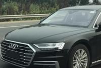 高速上偶遇一辆全新奥迪A8L, 网友: 实车比上一代车型长得怂!